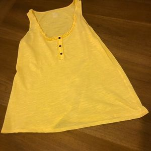 Gap XS soft yellow tank with buttons and ruffles